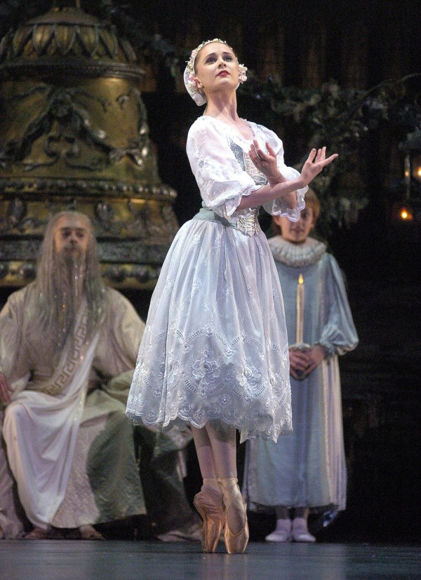 Coppélia; Jenna Roberts in 'Prayer'; photo Roy Smiljanic (2)