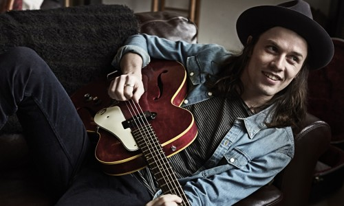 James Bay looking relaxed and happy with his guitar