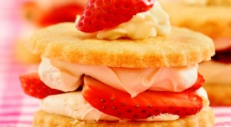 Summer strawberry shortbread